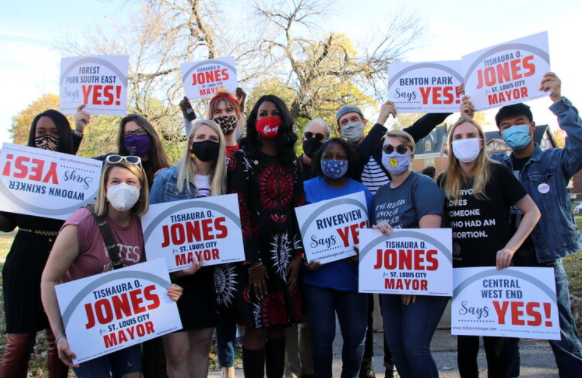 Mayor-Elect Tishaura Jones and her Campaign Team/Volunteers holding yard signs posing for a photo.